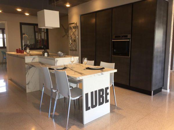 Cucina Lube Clover laccata completa di elttrodomestici sesto Whirlpool.